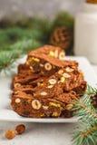 Panforte italiano da sobremesa do Natal com porcas, chocolate e cand imagens de stock