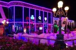 Pangaea在伦敦苏豪区购物和娱乐复合体的夜总会和冰酒吧在晚上, Sharm El谢赫,埃及摆正 免版税库存照片
