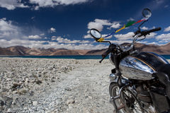 Pangong See in Ladakh durch Fahrrad Stockfotografie