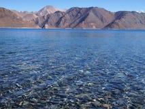 Pangong Tso sjö, en endorheic sjö för hög höjd i Ladakh, tibetan platå Royaltyfri Fotografi