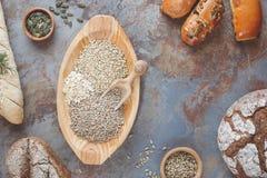 Pani e cereali del grano fotografie stock libere da diritti