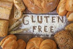 Pani liberi del glutine su fondo di legno fotografie stock