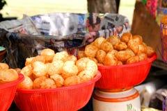 Pani Puri berühmte Imbiss-Nahrung Stockbild