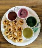 Pani Puri Indian Chat Dish avec des jus de fruit nouveaux Image libre de droits