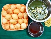 Pani Puri indiskt favorit- mellanmål arkivfoto