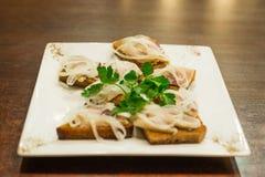 Pani tostati con l'aringa Fotografia Stock