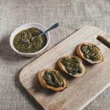 Pani tostati con spinaci Immagine Stock