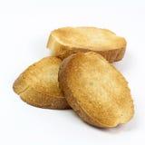 Pani tostati croccanti su bianco Immagine Stock