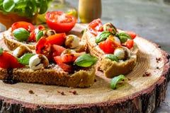 Pani tostati di Bruschetta di Caprese Fotografia Stock