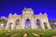 panie alcala de bramy Madryt historyczny zlokalizować puerta Hiszpanii zdjęcia stock