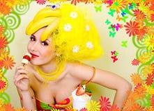 panie jedzenia bananów przekąska Zdjęcia Royalty Free