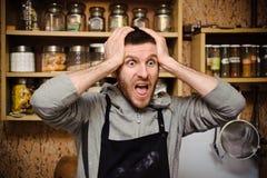 Paniek in de keuken stock afbeeldingen
