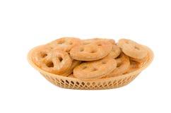 Panier avec des biscuits Photos stock