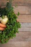Panier avec des légumes image libre de droits