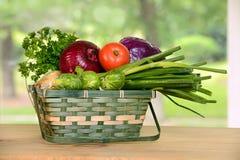 Panier avec des légumes Images libres de droits
