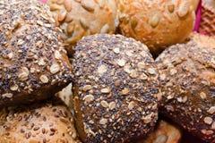 Panier avec du pain Image stock