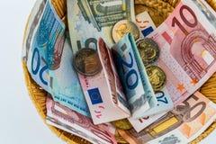 Panier avec l'argent des donations Image libre de droits