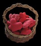 Panier complètement des coeurs rouges Photo libre de droits