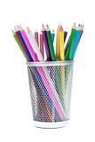 Panier complètement des crayons Images stock