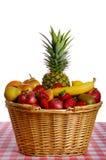 Panier complètement des fruits Photos libres de droits