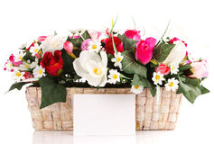 Panier décoré de fleurs Image stock