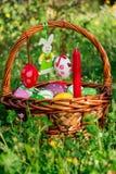 Panier décoré de Pâques Image stock