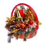 Panier de cadeau de Noël sur le fond blanc Photos stock