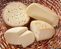 Panier de fromage Photos stock