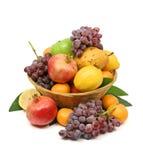 Panier de fruit méditerranéen Photographie stock libre de droits