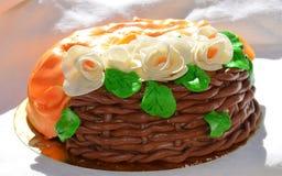 Panier de gâteau de chocolat Photo stock