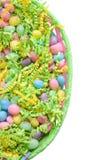 Panier de Pâques avec des dragées à la gelée de sucre Photographie stock