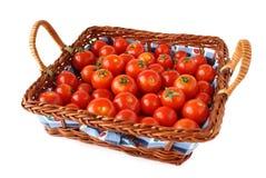 Panier de tomates-cerises image stock