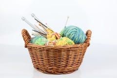 Panier de tricotage Photographie stock