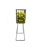 Panier des billes de tenis Photo stock