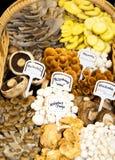 Panier des champignons de couche images stock