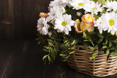 Panier des fleurs Photographie stock
