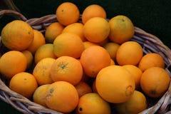 Panier des oranges Photographie stock libre de droits
