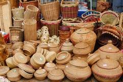Panier en bambou de produits Image libre de droits