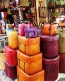 Panier et boîte tissés colorés Photographie stock libre de droits
