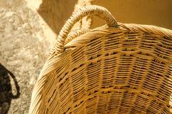 Panier fait main fait à partir du bambou Photo stock