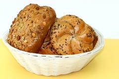Panier frais de petits pains Photographie stock