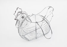Panier métallique de la poule formée par oeufs vide Photos stock