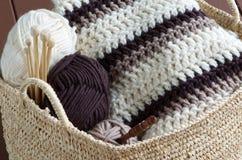 Matériel de tricotage photographie stock libre de droits