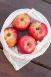 Panier reutilizable hecho en casa para las frutas y verduras foto de archivo libre de regalías
