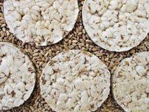 Panieren Sie Chipsletten und Körner des Weizens Lizenzfreies Stockfoto