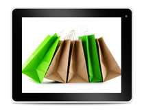 Panieres de papel en la pantalla de la tableta del ordenador Fotografía de archivo libre de regalías