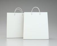 Panieres vacíos en el gris para hacer publicidad y calificar representación 3d Imágenes de archivo libres de regalías