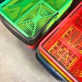 Paniers à provisions colorés Photographie stock