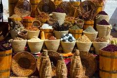 Paniers avec le spicery sur le bazar est photos libres de droits