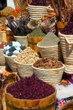 Paniers avec le spicery sur le bazar est photographie stock libre de droits